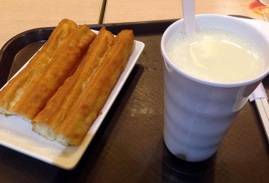 传统早餐豆浆油条