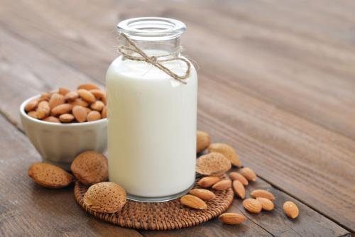 怎么喝牛奶更强大健?看完才知道:此雕刻么积年的牛奶白喝了